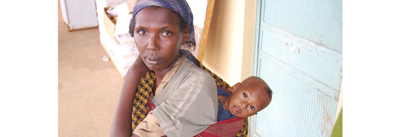 Zwangere vrouw wacht op haar beurt in Hula H Center - Hagere Selam
