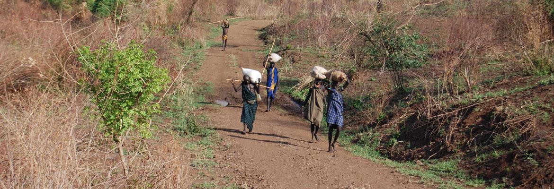 Bewoners keren terug naar dorp met proviand voor regenseizoen - Makki