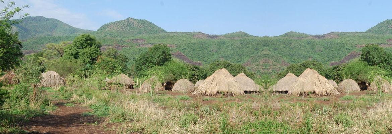 Hutten van Mursi volk, vooral bewoond vlak voor en tijdens regenseizoen - Makki